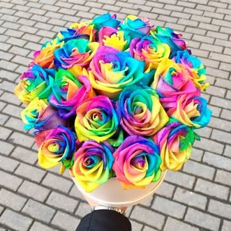 Радужные розы в коробке