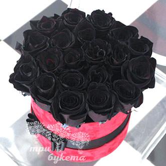 Букет из 21 черной розы в шляпной коробке