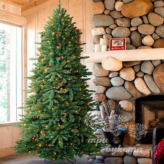 Новогодняя елка с гирляндами