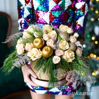 rozy-v-novogodnej-korobke