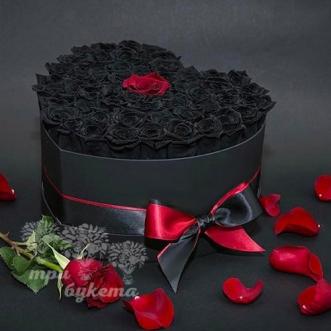 serdce-iz-51-chernoj-rozy